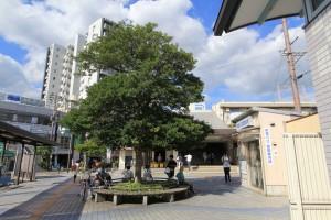 JR「摂津富田」駅からは、  バス停のある、  番出口から出ます。
