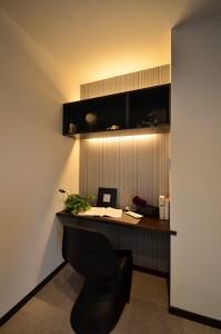 カウンタースペースは上部の棚も造り付けですっきりと使いやすい!