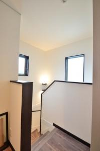 階段は窓をしっかりとって十分な明るさを!