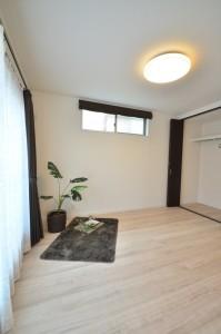 寝室もリビングと同じような雰囲気で全体的に温かさを感じるモデルハウスです。
