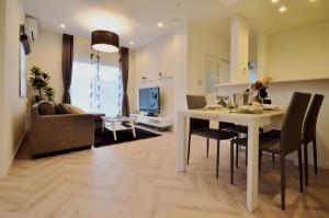 床の模様が違うだけで雰囲気がガラッと変わりますね。