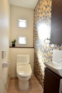 トイレの小窓もかわいい。