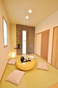畳コーナーは壁面の造作もおしゃれに。