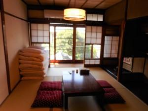 ◆和室◆ お泊まりの人数が多い場合、 こちらで布団を敷いて 寝ていただけます。