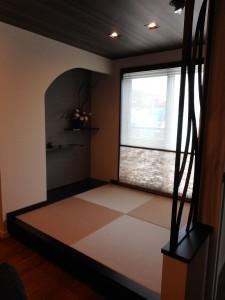 LDKに入ってすぐの畳コーナーです。 床の間のような違い棚のような、 趣きのあるコーナーをプランしています。