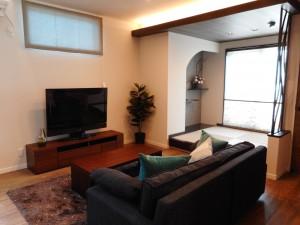 リビングは、和室の造作天井からの間接照明で 落ち着いた雰囲気です。