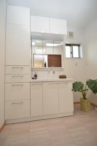 ◆洗面室 洗面台+W45cmの たっぷり収納です♪