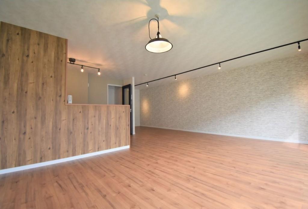 ◆リビング◆ テーブルセットやソファセットを置いてもさらに余裕のある広さです