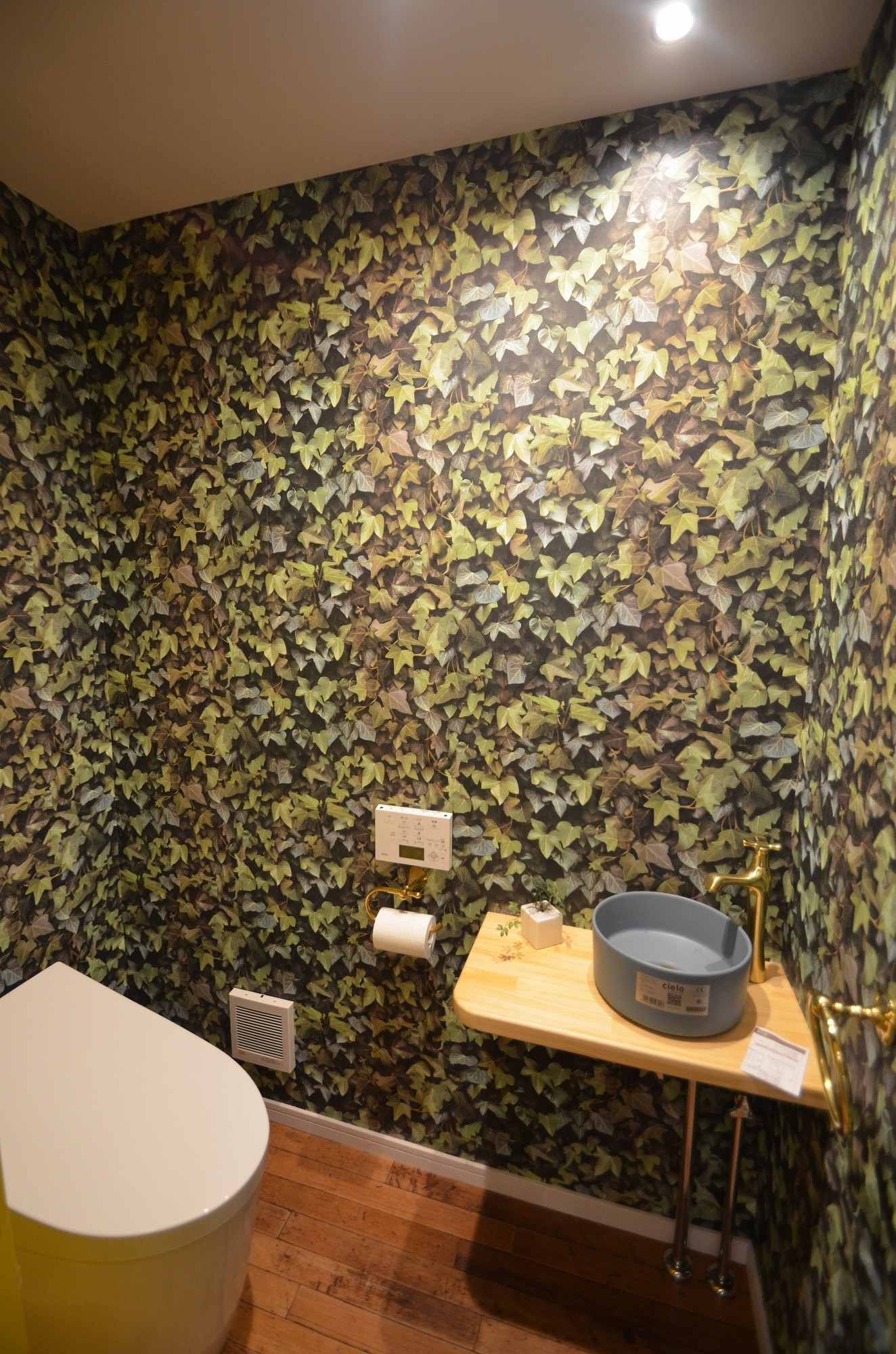 トイレは一気に緑化ですね!